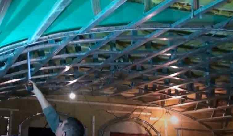 как правильно установить потолок